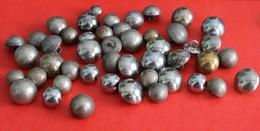 Lot De 47 Boutons Demi Boule - Buttons