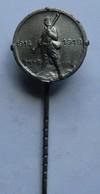 Petite épinglette 1914-1918 Poilu Avec Fusil Diamètre 14 Mm - Francia