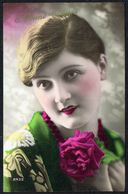 "FEMME - CP - Jeune Femme Avec Rose - "" Bonne Année "" - Circulé - Circulated - Gelaufen - 1931. - Femmes"