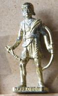 MONDOSORPRESA, (SLDN°119) KINDER FERRERO, SOLDATINI IN METALLO INDIANI SECONDA SERIE, TAHROHON, 40 MM DORATO - Figurines En Métal