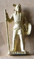 MONDOSORPRESA, (SLDN°120) KINDER FERRERO, SOLDATINI IN METALLO INDIANI SECONDA SERIE, COCHISE, 40 MM DORATO - Figurine In Metallo