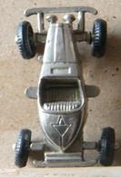 MONDOSORPRESA, (SLDN°129) KINDER FERRERO, MACCHININA IN METALLO 1984/1985 MERCEDES INCOMP1928 - INCOMPLETA PER RICAMBIO - Figurine In Metallo