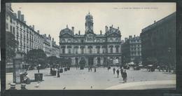 Rhône. Lyon , Carte Panoramique 27cm X 14cm , La Place Des Terreaux Et L'hotel De Ville - Lyon 1