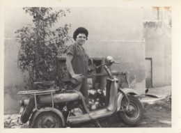 Woman Driving Scooter Motorcycle Motorbike Bike Motorrad - Motorbikes