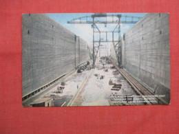 Concrete Walls & Lift Cranes Miraflores Locks   Panama Canal  Panama  Ref  3472 - Panama