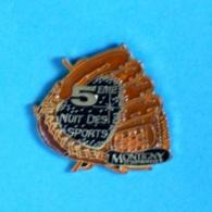 1 PIN'S //  ** 5ème NUIT DES SPORTS / MONTIGNY LE BRETONNEUX ** - Badges