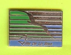 Pin's Ville Du Québec La Baie - 9FF30 - Villes
