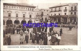 115504 SPAIN ESPAÑA BARCELONA CATALUÑA EXPOSICION INTERNACIONAL COSTUMES UNA FIESTA EN LA PLAZA MAYOR POSTAL POSTCARD - Espagne