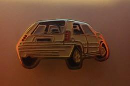 Pin's VOITURE RENAULT SUPERCINQ R5 - Renault