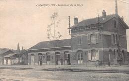 Intérieur De La Gare Gondecourt FRANCE - Lille