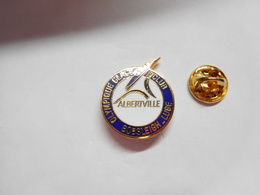 Superbe Pin's En EGF , Olympique Glace Club , Bobsleigh - Luge , Albertville - Badges