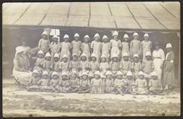 CARTE PHOTO - Groupe Fillettes Avec Chapeau Blanc - Mention A9 Du Groupe - Croix Sur Une Fillette (au Dos Marqué Yvonne) - Postkaarten