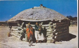 AO05 Ethnic - Navajo Indians And Their Hogan - America