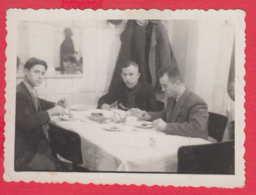 244831 / Varna - 1942 Restaurant Men Breakfast  , Vintage Original Photo , Bulgaria Bulgarie - Personnes Anonymes