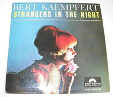 Bert Kaempfert 45t Strangers In The Night VG EX - Vinyl-Schallplatten