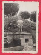 244889 / Plovdiv - 1939 FOUNTAIN LITTLE CHILD , Vintage Original Photo , Bulgaria Bulgarie - Personnes Anonymes