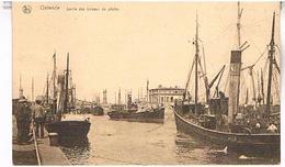 OSTENDE  SORTIE  DES BATEAUX  DE PECHE   TBE   BE378 - Oostende
