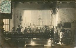 Dépt. 49, Carte Photo D'un Atelier De Tissage ( Chemises ? Draps ?... ) Postée à Pouancé 1910 - France