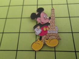712a Pins Pin's / Rare & Belle Qualité THEME DISNEY / UNE SOURIS GEANTE AMERICAINE VOLE NOTRE TOUR EIFFEL !!! Scandal .. - Disney