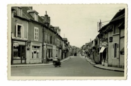 """Dompierre Sur Besbre - Rue Principale (commerces """"La Photographie Moderne, Coiffeur, Familistère)  Circulé Sans Date - France"""