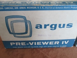 SLIDE VIEWER, ARGUS PRE-VIEWER IV FOR 35mm SLIDES,  MADE IN USA , WITH 50 SLIDES - Projecteurs De Films