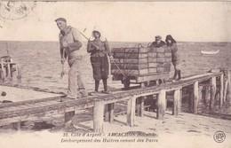 ARCACHON,,, DECHARGEMENT  DES HUITRES  VENANT DES  PARCS,,,,TBE ,,,,voy 1925 - Arcachon