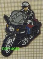 MOTO BMW MOTARD De La GENDARMERIE NATIONALE  En Tenue Noire  Version EàF - Police