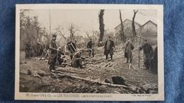 CPA GUERRE 1914 15 LES TRANCHEES LES BUCHERONS AU TRAVAIL ED PAYS DE FRANCE 92 ANIMATION SOLDATS GRADES - Guerre 1914-18