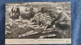 CPA GUERRE 1914 1LA CUEILLETTE DES OBUS APRES LA BATAILLE DE LA MARNE ANIMATION ELD 6 EME SERIE - Guerre 1914-18