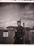Foto Deutscher Soldat Mit Gewehr - Wache - 2. WK - 6,5*5cm (42408) - Krieg, Militär