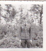 Foto Deutscher Soldat Mit Abzeichen - Luftwaffe - 2. WK - 5,5*5,5cm (42409) - Krieg, Militär