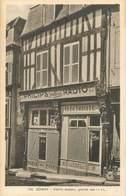 "/ CPA FRANCE 89 ""Joigny, Vieille Maison, Grande Rue"" / PHONOGRAPHE - Joigny"