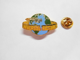 Superbe Pin's En EGF , Cinéma , Studios Universal Pictures - Films