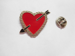 Beau Pin's , Coeur , Cœur Avec Flèche - Badges
