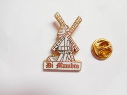 Superbe Pin's En Zamac , Moulin Di Mambro - Badges