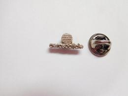 Beau Petit Pin's , Espace , Aérospatiale , Fusée Ariane , Argent - Espace
