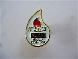 PINS Médical GOUTTE DE SANG   VENARIA  ITALIE 1954-1994 / Base Dorée / 33NAT - Medical