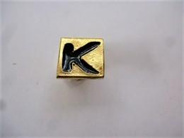 PINS LETTRE K    / 33NAT - Badges