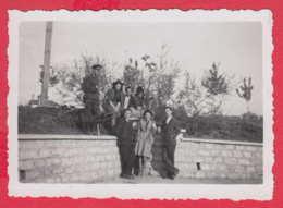 244940 / Pleven - 1941 MEN WOMEN SOLDIER , Vintage Original Photo , Bulgaria Bulgarie - Personnes Anonymes