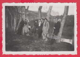 244941 / Sofia - 1941 MEN WOMEN RIVER , Vintage Original Photo , Bulgaria Bulgarie - Personnes Anonymes