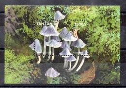 Hoja Bloque De Tanzania N ºYvert 378 ** SETAS (MUSHROOMS) - Tanzania (1964-...)