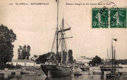 8666 -2019   ILE D OLERON   BATEAUX CHARGES ENTRANTDANS LE PORT - Ile D'Oléron