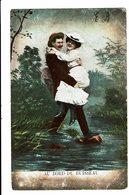 CPA - Carte Postale-Belgique -Un Jeune Couple Traversant Ensemble Un Ruisseau-1907--VM4515 - Couples