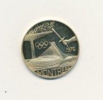 Médaille MONTTREAL 1976 Argent ? Doré   40 Mm 25,06 Gr   USA   VOIR SCANS - Professionnels / De Société