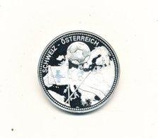 Médaille Métal Blanc Semble Etre De L'argent 40 Mm 28,66 Gr FOOT 2008 SCWEIZ - ÖSTEREICH  VOIR SCANS - Professionnels / De Société