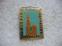 Pin's De L'amicale Des Retraités De STRACEL (Entreprise De Production De Papier Magazine). Cathédrale De Strasbourg - Associations