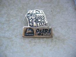 Pin's Moteur Diesel D'un Tracteur Agricol John DEERE - Badges
