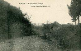 CHINY - L'entrée Du Village - Chiny