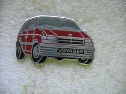 Pin's Ballard D'un Chrysler Voyager De Couleur Rouge - Badges