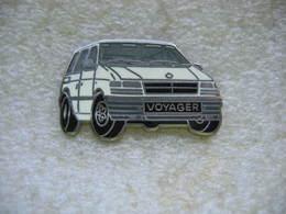 Pin's Ballard D'un Chrysler Voyager De Couleur Blanche - Badges